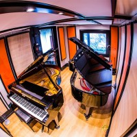 Acoustic room for piano